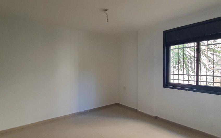 شقة طابق اول قرب مدرسة عزيز شاهين