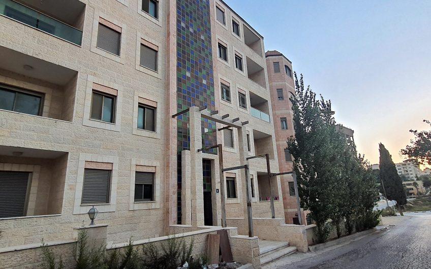 شقة حديثة مشرقة بالمصيون خلف البنك الوطني للبيع